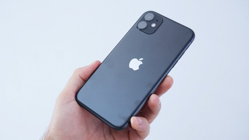 Apple iPhone 11 - v ruke