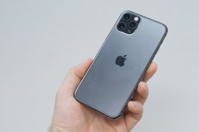 Apple iPhone 11 Pro - v ruke